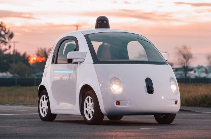 Google contrata pasajeros para probar sus autos sin conductor