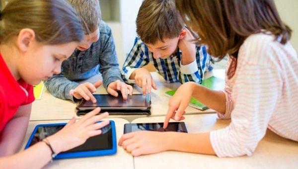 Exempleados de Facebook y Google se unen para frenar la ciberdependencia